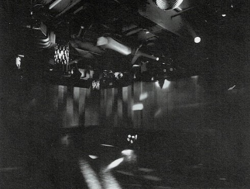 B1Fのダンスホール